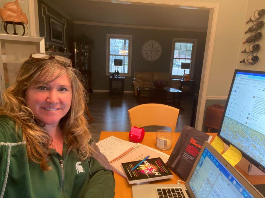 Mrs.Seyka show her online setup.